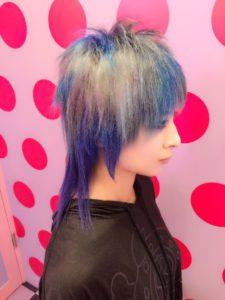 AKIRA BLUE SILVER!ケラモデルのAKIRAさん来てくれました。元々のブリーチ毛を二回ブリーチして、ブルー二色、シルバー二色のメッシュをいれました!久々のおまかせで気合が入りました!2